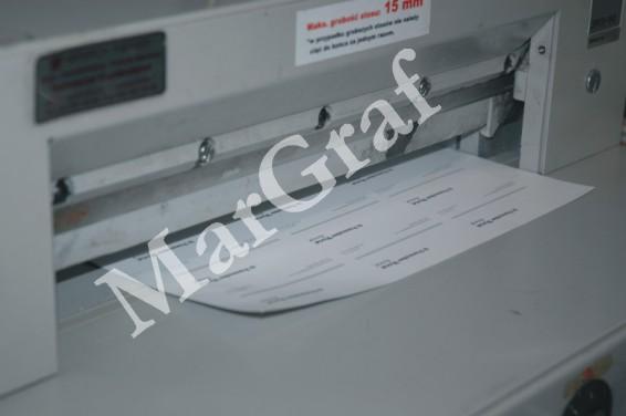 Cięcie papieru na gilotynie elektrycznej