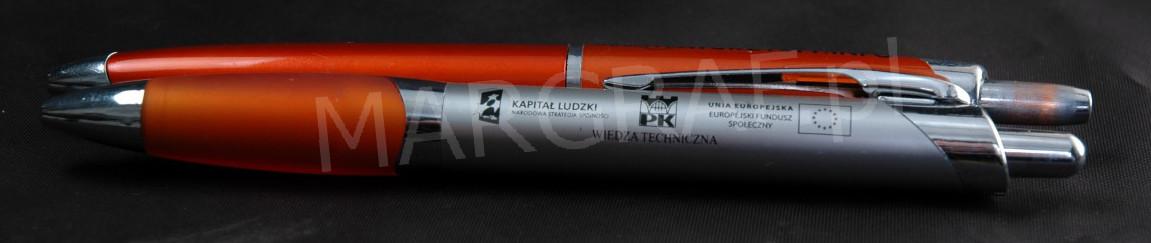 Nadruk na długopisach.