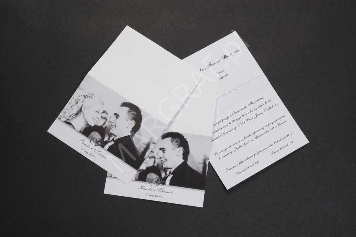Zaproszenie A6, składane w połowie, druk czarno-biały.